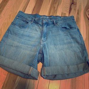 Eddie Bauer Light Wash Jean Shorts Size 16